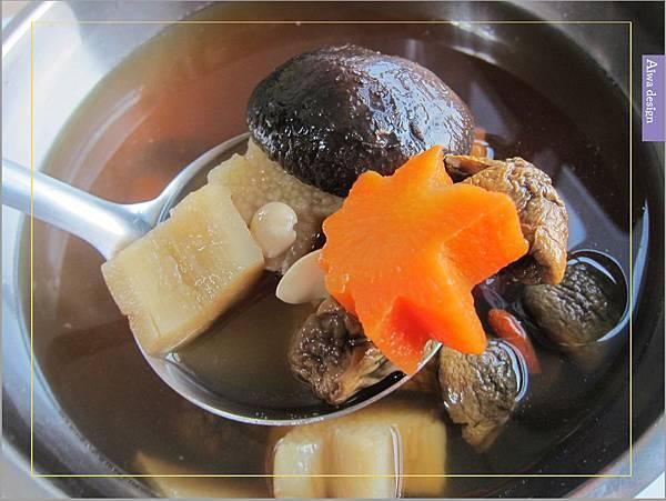 《華膳空廚》天涼就要喝湯啊!巴西蘑菇珍寶湯,融入蔬菜熬製而成的高湯,滋味鮮美甘甜-07.jpg