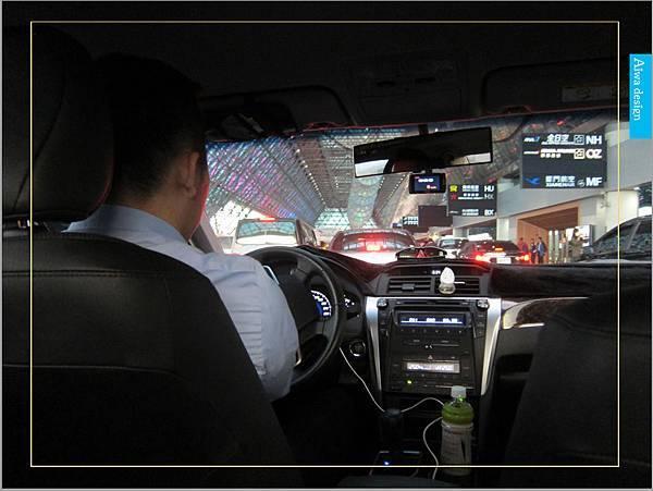 【新竹縣市機場接送推薦】鼎鋒租賃車,專業的機場接送,司機素質良好,合法經營,安全迅速-08.jpg