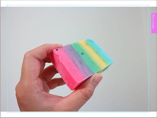 泰國 OMO WHITE PLUS SOAP 繽紛彩虹皂,泰國旅行必買伴手禮-06.jpg