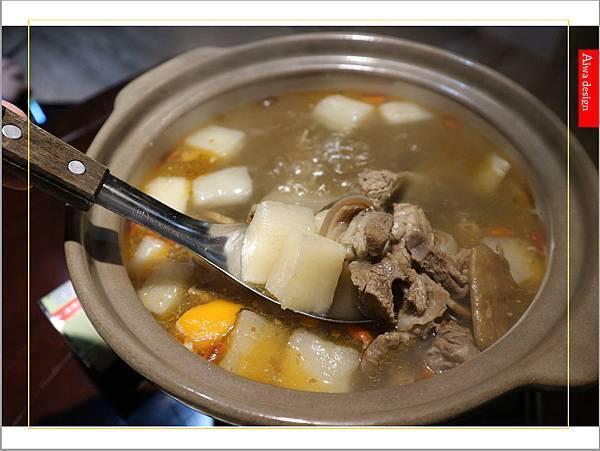 【新竹美食愛吃文】888快炒!冬天的羊肉爐好清新,肉質Q彈,不沾醬也好吃-12.jpg