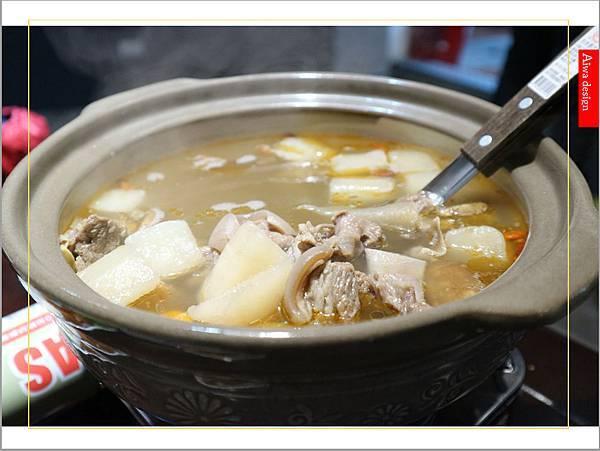 【新竹美食愛吃文】888快炒!冬天的羊肉爐好清新,肉質Q彈,不沾醬也好吃-13.jpg