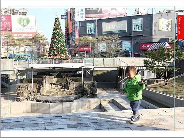 【新竹好好玩】喔耶!新竹市感恩季東門城聖誕好漂亮!我們不去台北囉~~(傲嬌樣(๑˘ ₃˘๑) 哼!)-12.jpg