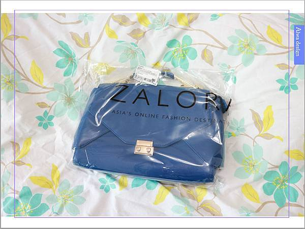 ZALORA 訂購-Something Borrowed 金飾翻蓋斜背女包 -02.jpg