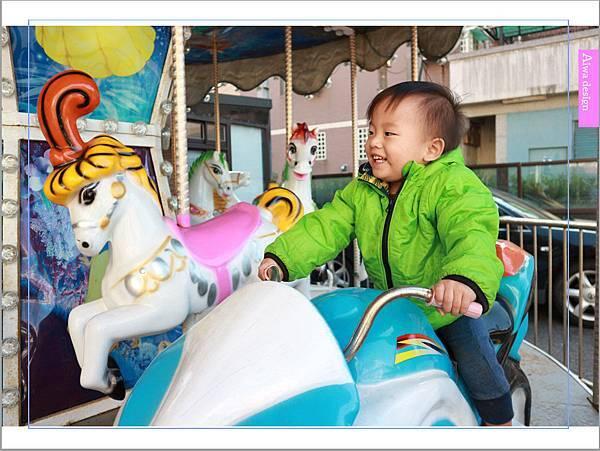 【新竹尋寶記】乘星綠洲 - 地球人的多功能驛站,享受美式餐點,欣賞百萬重機,還有夢幻旋轉木馬可拍照喔-13.jpg