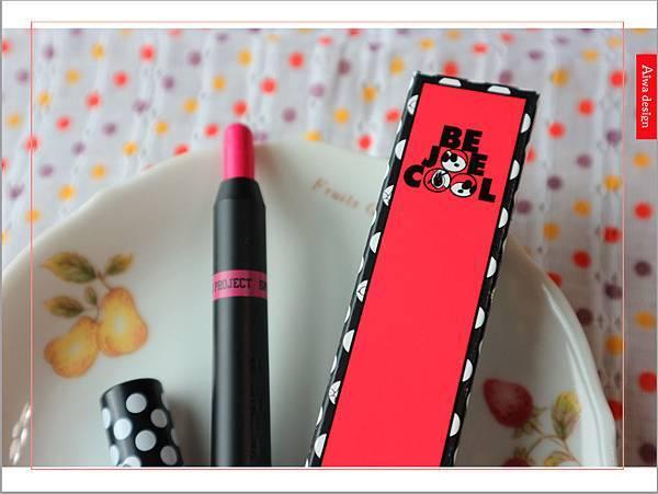 【彩妆+】敲可爱的史努比来了!《LAPCOS x Snoopy史奴比联名丝绸柔软雾面唇蜡笔》显色又持久-03.jpg