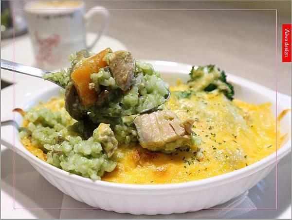 【新竹新鮮事】翡翠野菇鮭魚焗飯,配料好豐盛!《果子咖啡》超值午餐只要200元-02.jpg
