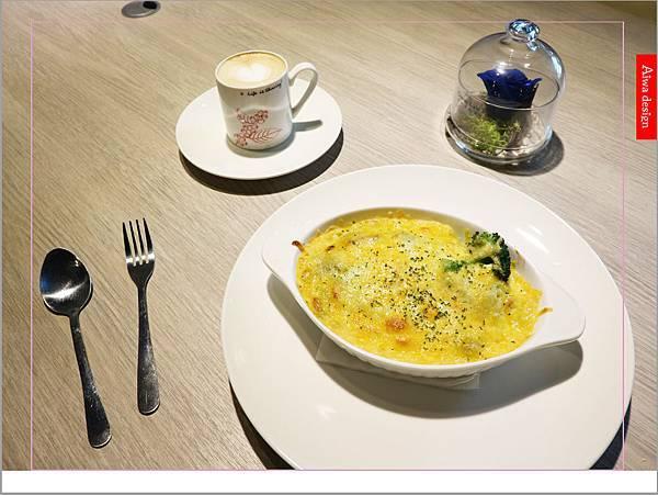 【新竹新鮮事】翡翠野菇鮭魚焗飯,配料好豐盛!《果子咖啡》超值午餐只要200元-03.jpg