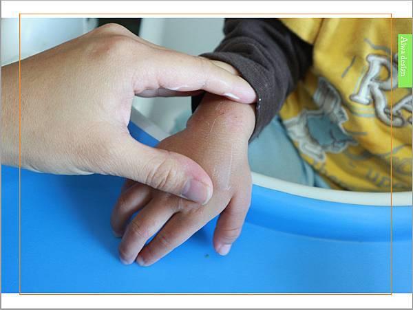 【育兒好物】天然保濕零負擔,呵護寶寶脆弱肌膚的首選, Combi 舒敏滋養乳液-09.jpg