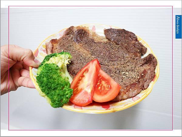 【宅配美食】i3Fresh 愛上新鮮,巨無霸霜降牛排(16oz),比臉還大的頂級規格,肉汁鮮甜美味。上班這檔事強力推薦,最夯團購食品-01.jpg