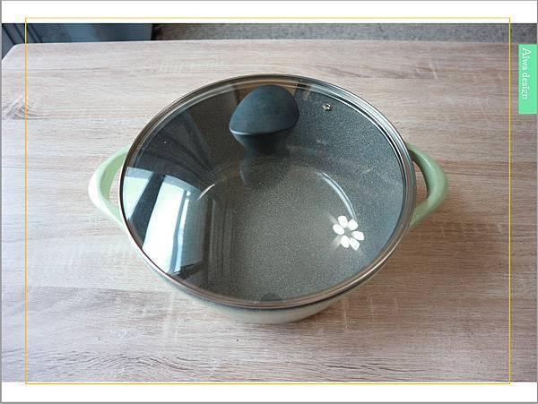 【廚具推薦】LA HOUSE粉綠火山岩可拆式手把湯鍋,輕量鍋身,火山岩塗層,頂級天然環保原料。磁底設計,適用於各式各樣爐具-02.jpg