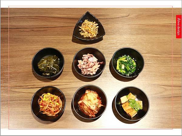 【新竹美食週記】喜樂韓式料理-山上的階梯。海鮮煎餅料多味美。道道地地的韓式料理。小菜無限供應。好停車-06.jpg