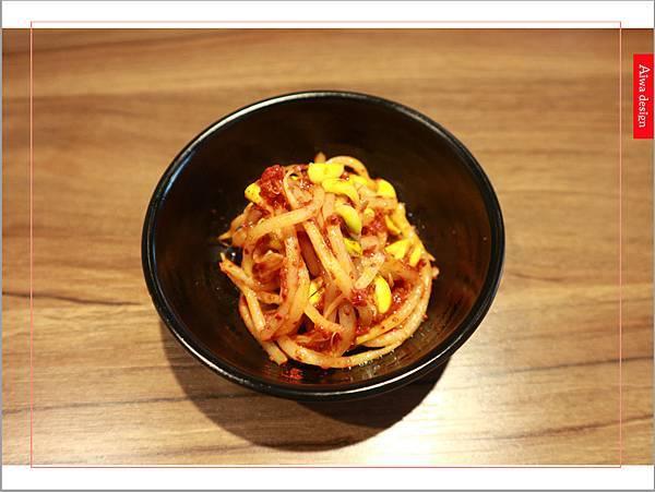 【新竹美食週記】喜樂韓式料理-山上的階梯。海鮮煎餅料多味美。道道地地的韓式料理。小菜無限供應。好停車-11.jpg