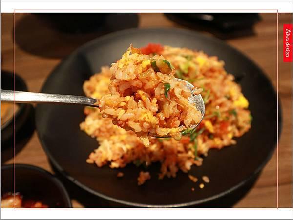 【新竹美食週記】喜樂韓式料理-山上的階梯。海鮮煎餅料多味美。道道地地的韓式料理。小菜無限供應。好停車-24.jpg