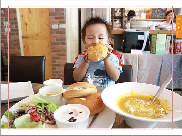 【新竹美食週記】楓咖啡,輕食早午餐美味滿分,堅持烘培生豆鮮煮好味-25.jpg