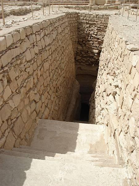 考古學家才能進去的地道.JPG
