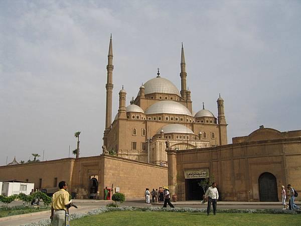 大城堡佔地遼闊,涵蓋3間清真寺及數間博物館.JPG