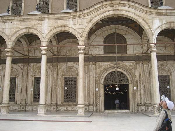 聖堂入口-2.jpg