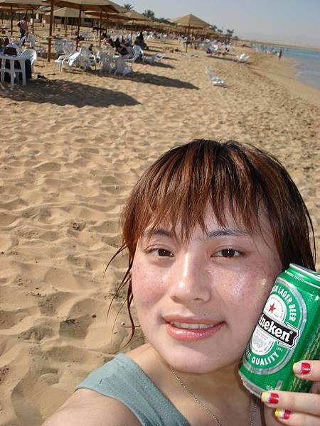 打完沙灘排球、喝冰涼海尼根-超暢快!.JPG