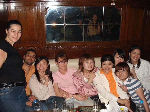 開心的團體照.JPG