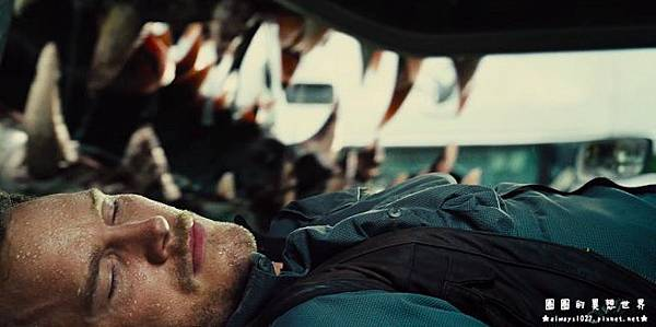 jurassic-world-i-rex-teeth-2-120798.jpg