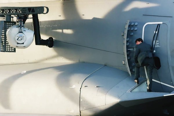 mission-impossible-rogue-nation-featurette-proves-tom-cruise-performs-airplane-stunt.jpg