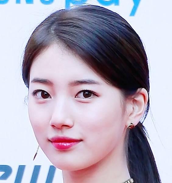Suzy_at_Asian_Artist_Awards,_11_November_2017_02a.jpg