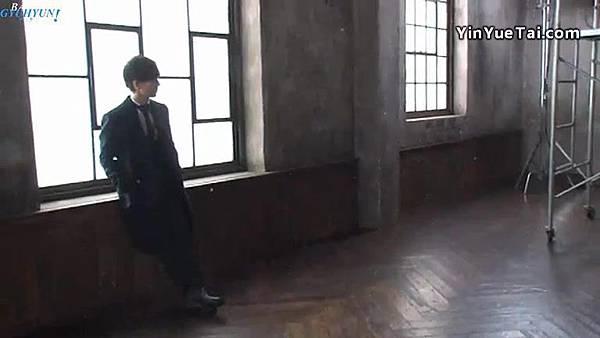 0001.音_臺-圭賢(Super Junior) - 花水木 MV拍攝花絮 中日字幕 131.jpg