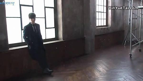 0001.音_臺-圭賢(Super Junior) - 花水木 MV拍攝花絮 中日字幕 134.jpg