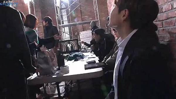 0001.音_臺-圭賢(Super Junior) - 花水木 MV拍攝花絮 中日字幕 135.jpg