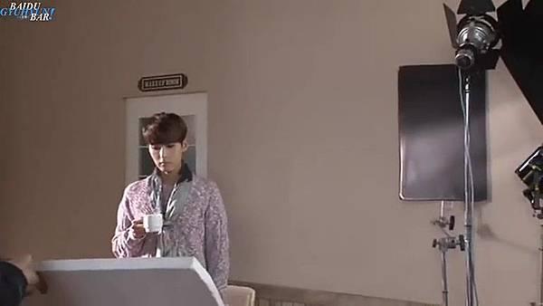 0001.音_臺-圭賢(Super Junior) - 花水木 MV拍攝花絮 中日字幕 199.jpg