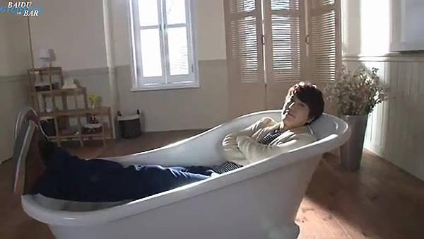 0001.音_臺-圭賢(Super Junior) - 花水木 MV拍攝花絮 中日字幕 200.jpg