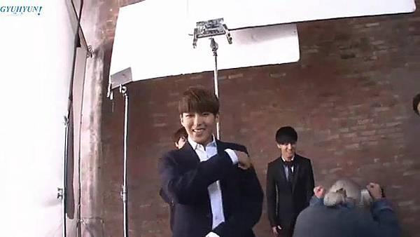0001.音_臺-圭賢(Super Junior) - 花水木 MV拍攝花絮 中日字幕 280.jpg