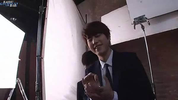0001.音_臺-圭賢(Super Junior) - 花水木 MV拍攝花絮 中日字幕 285.jpg