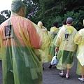 雨衣路人們