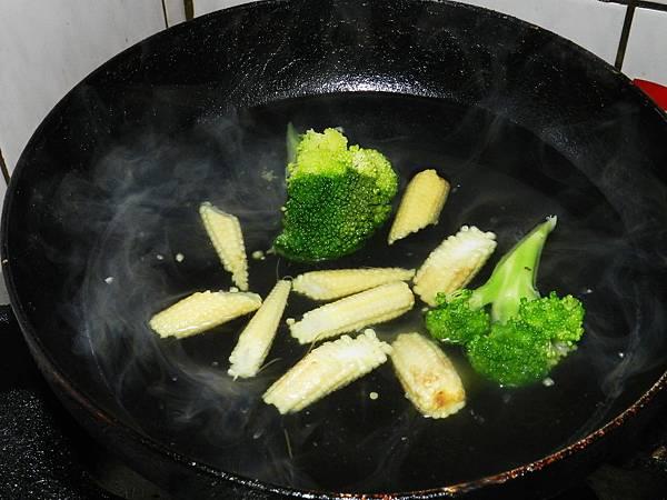 洋蔥雞腿燙青菜