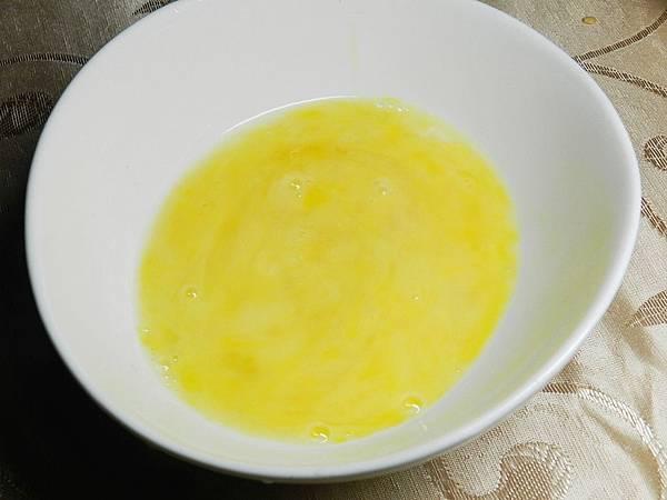 黃瓜鑲肉蛋液加水
