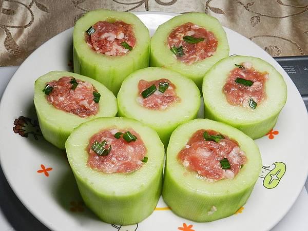 黃瓜鑲肉填入內餡