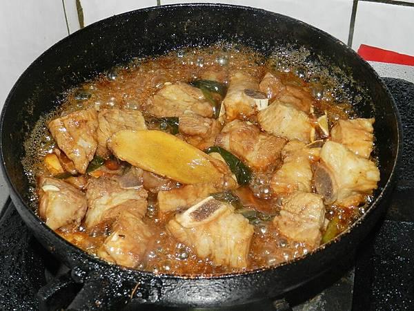 蔥燒肋排收醬汁