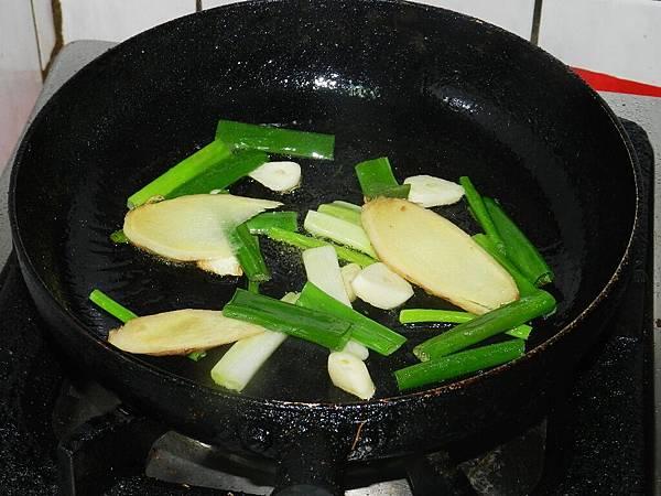 蔥燒肋排炒辛香料