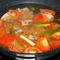 蕃茄排骨加上水與排骨