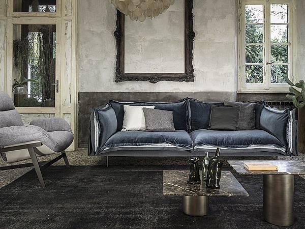 chaplins-arketipo-auto-reverse-sofa-2.jpg