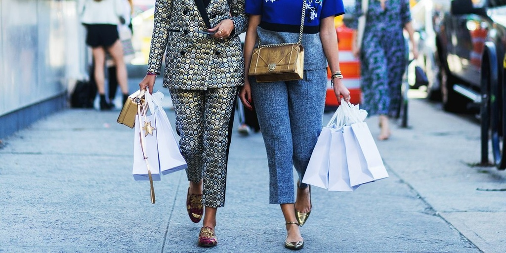 elle-shopping-with-friends-1525189370.jpg