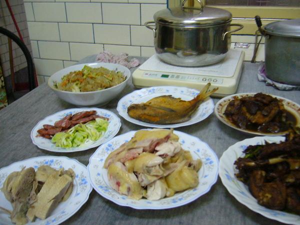 滿桌子的菜~