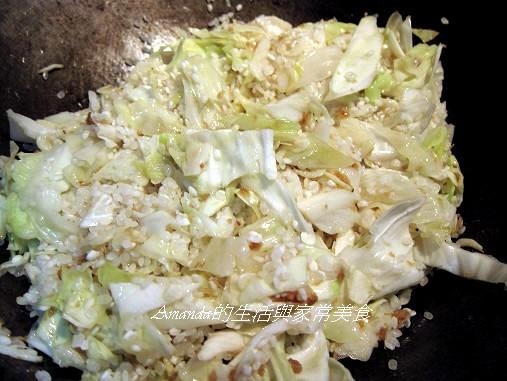 高麗菜肉燥飯-拌炒