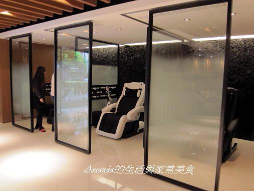 INADA按摩椅-毛玻璃隔間