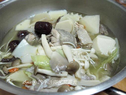 竹筍菌菇雞湯