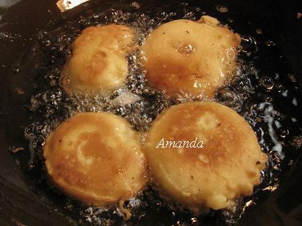 蘋果甜甜圈呈現金黃色