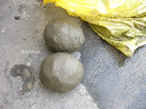包著濕黏土的雞蛋.jpg