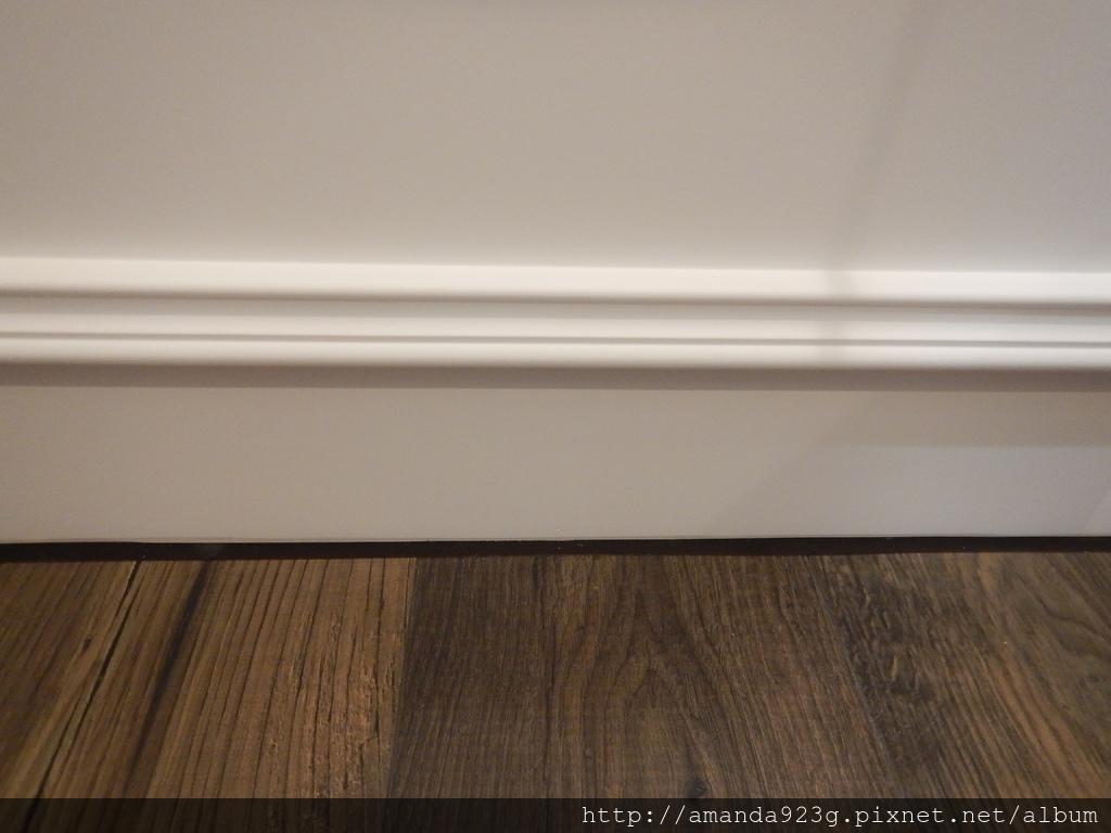 C&H 新家 玄關地磚 超耐磨木地板 文化石牆 黑板塗鴉牆