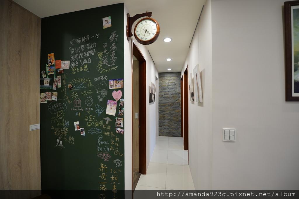 C&H 新家 簡單入厝儀式 新家開箱 客廳 黑板牆 塗鴉